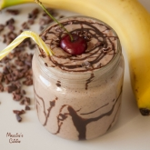 Milkshake raw cu unt de arahide si ciocolata / Raw chocolate peanut butter milkshake