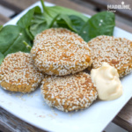 Chiftelute de naut si susan la cuptor / Baked chickpea and sesame patties