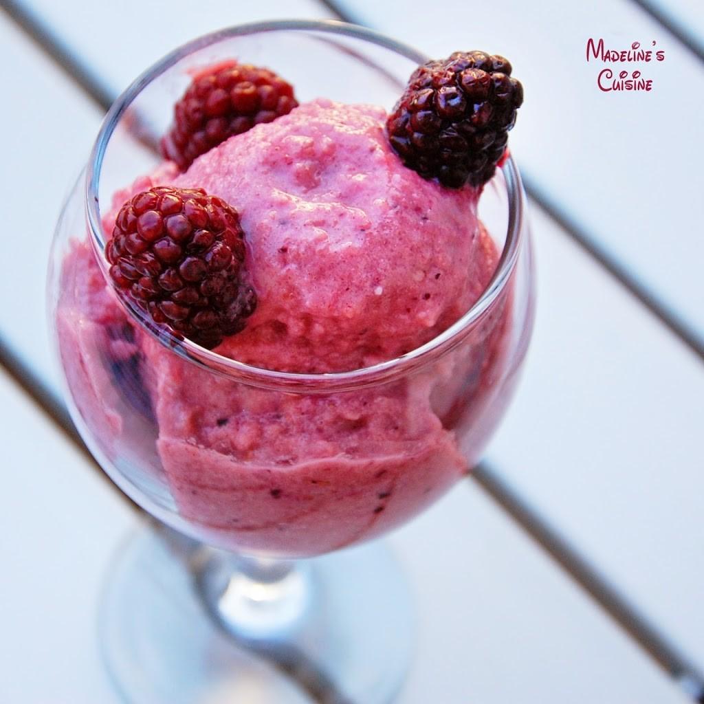 Inghetata-de-fructe-de-padure-si-mere
