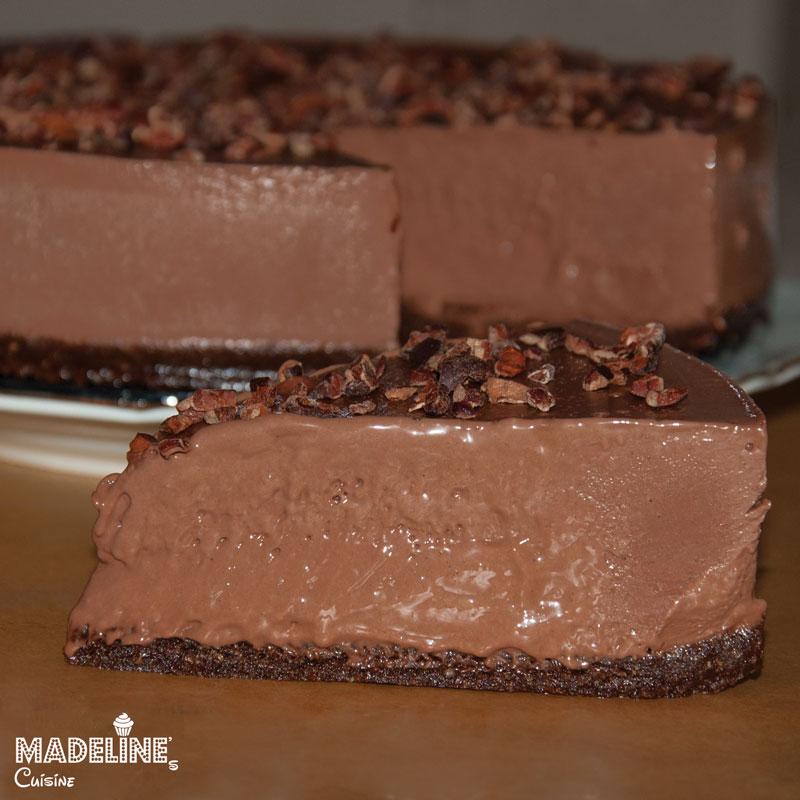 Tort-raw-vegan-de-ciocolata