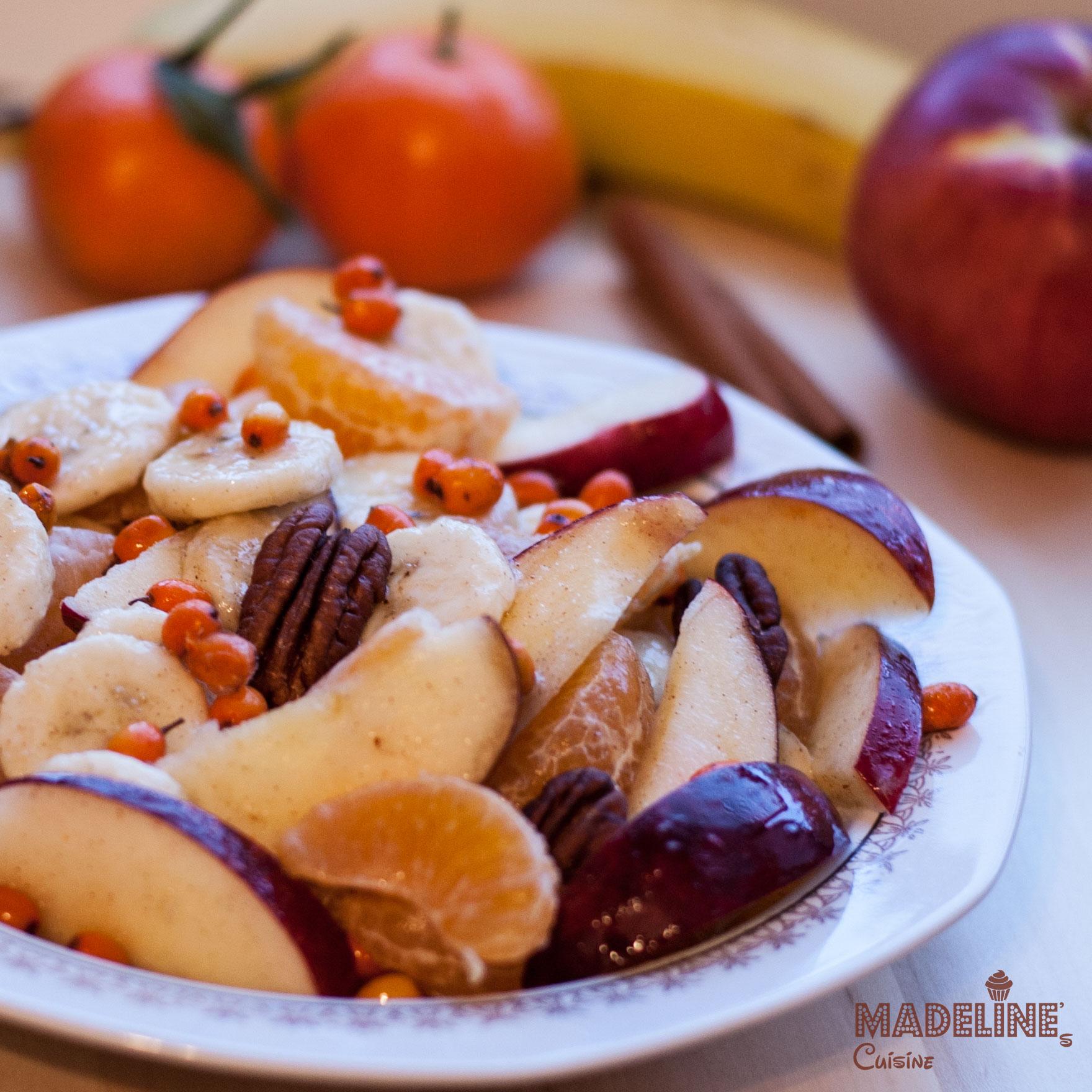 Salata de fructe si catina