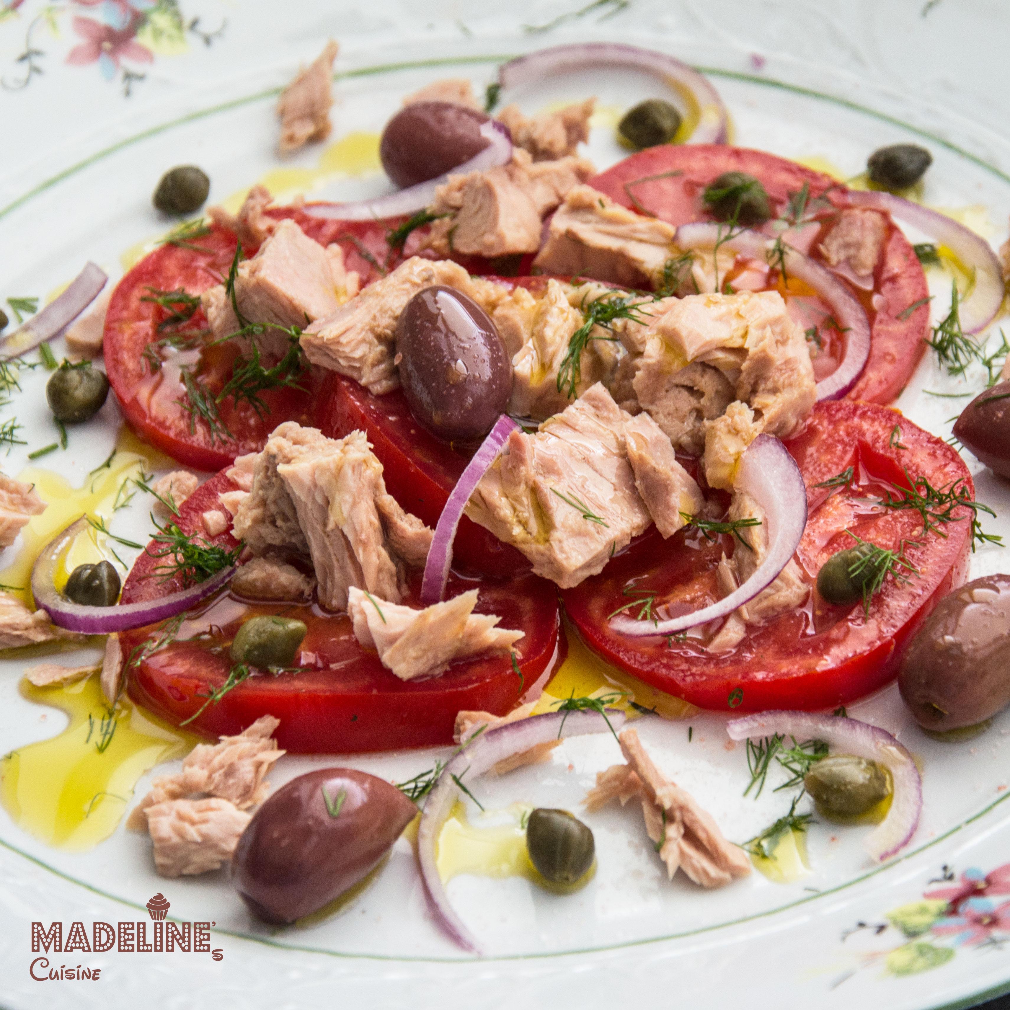 Salata de ton, capere si rosii