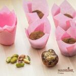 Trufe raw cu fistic si apa de trandafiri / Raw pistachio & rose water truffles