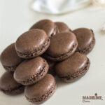 Macarons cu ciocolata si crema de roscove / Chocolate macarons with carob cream