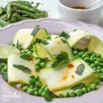 Salata de mazare, dovlecei si menta / Pea, courgette & mint salad