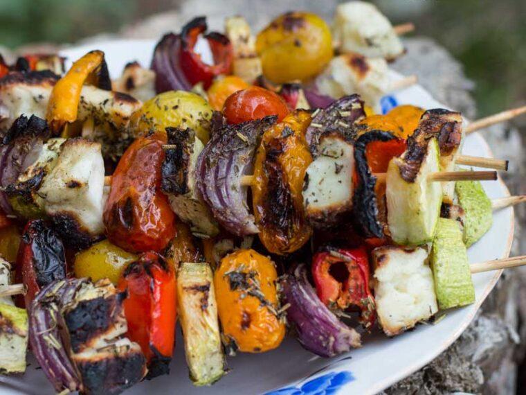 Frigarui cu legume si halloumi / Halloumi veggetable skewers