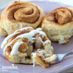 Rulouri cu scortisoara si glazura de branza / Cinnamon rolls with cream cheese glaze