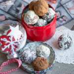 Trufe cu cocos si ciocolata / Chocolate coconut truffles
