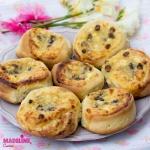 Bascute cu branza si stafide / Sweet cheese raisin pies