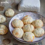 Biscuiti keto pufosi cu branza / Keto fluffy cheese biscuits
