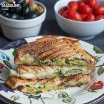 Sandvis cald cu avocado si branza / Avocado grilled cheese sandwich