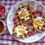 Gaufre cu branza si scortisoara / Cinnamon roll waffles