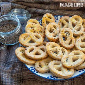 Covrigei keto cu branza si chimen / Keto cheese caraway mini pretzels