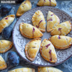 Placintele fragede cu prune / Plum empanadas