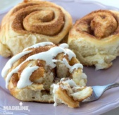 Rulouri cu scortisoara si glazura de branza / Cinnamon rolls with cream cheese glaze