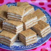 Prajitura cu miere, smantana si nuci / Sour cream, honey & walnut sheet cake